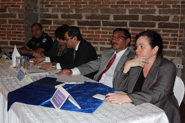 Claudia de guatemala abre su panocha dice hola - 2 8