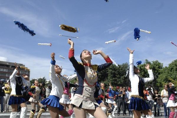 Batonistas: encanto de los desfiles