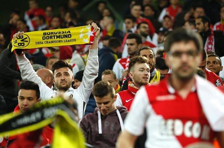 Los seguidores del Dortmund mostraron su apoyo total. (Foto Prensa Libre: AFP)