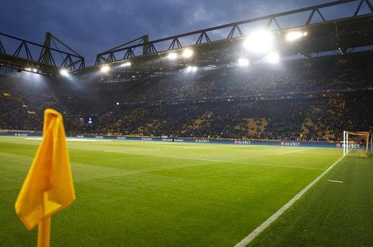 Así se encontraba el estadio previo al juego entre el Dortmund y el Mónaco. (Foto Prensa Libre: AFP)