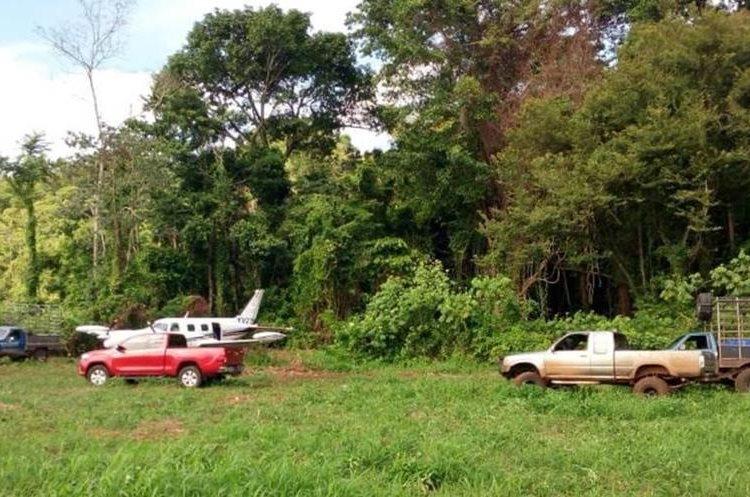 Tres picops fueron localizados en la pista clandestina. (Foto Prensa Libre: Cortesía)