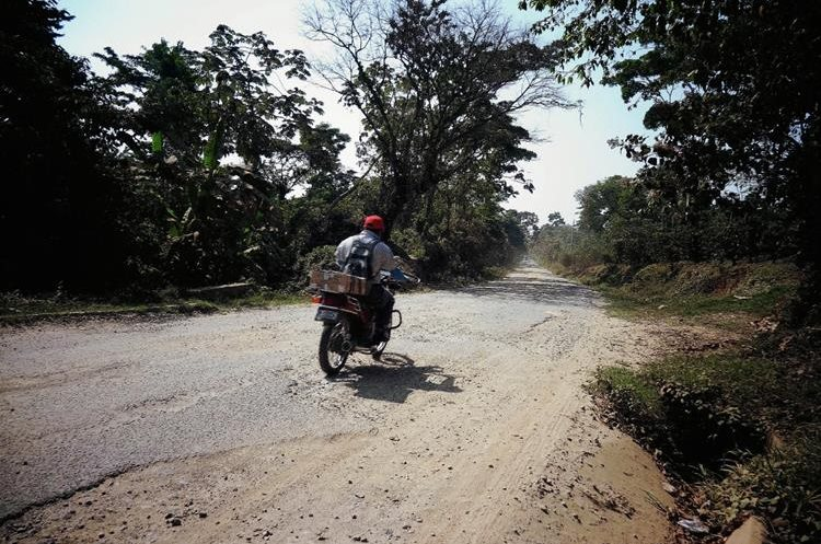 Pobladores  de las aldeas Madre Mía y La Ladrillera, San Pablo Jocopilas, Suchitepéquez,  alertaron acerca del incremento de asaltos  a motoristas. (Foto Prensa Libre: Hemeroteca PL)